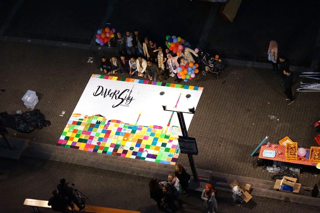 um 21h war das größte Mosaik der Vielfalt fertig