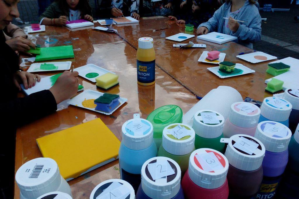 Jeder Mensch hat eine persönliche Farbe, zusammen ergibt es ein buntes Mosaik der Gesellschaft