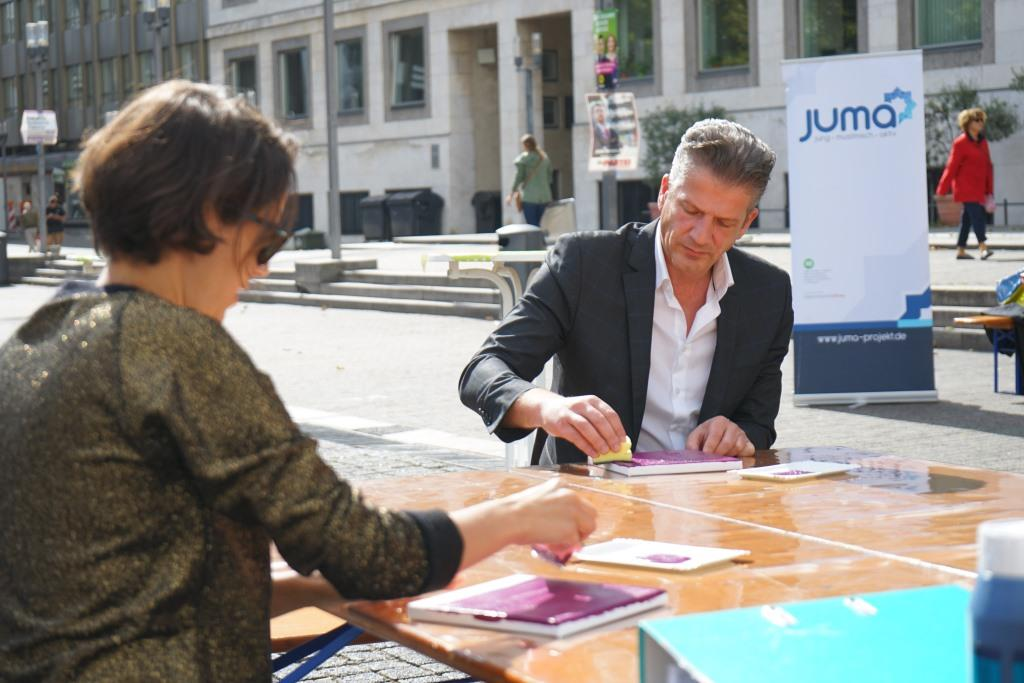 Dr. Levent Günes beim DiverCity Aktionstag vor dem Stuttgarter Rathaus