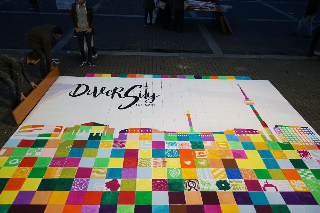 Das Mosaik der Vielfalt entsteht auf dem Marktplatz in Stuttgart