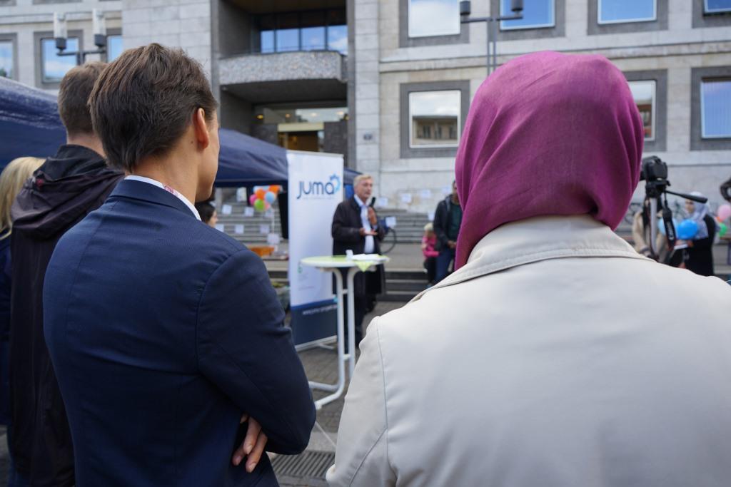 Herr Pavkovic, Integrationsbeauftragter der Stadt Stuttgart, Herr Nüske von der Robert Bosch Stiftung und Herr Bernlochner vom Sozialministerium grüßen DiverCity